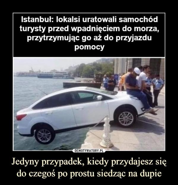 Jedyny przypadek, kiedy przydajesz się do czegoś po prostu siedząc na dupie –  Istanbuł: lokalsi uratowali samochódturysty przed wpadnięciem do morza,przytrzymując go aż do przyjazdupomocy