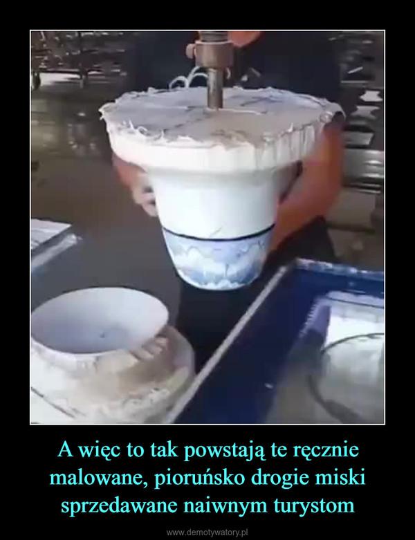 A więc to tak powstają te ręcznie malowane, pioruńsko drogie miski sprzedawane naiwnym turystom –