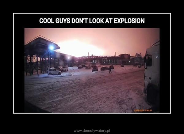 Fajni faceci nie patrzą na eksplozję –