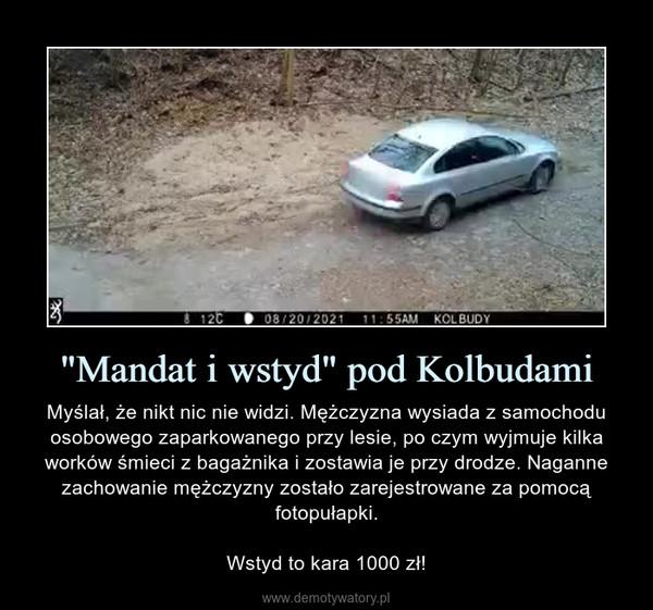 """""""Mandat i wstyd"""" pod Kolbudami – Myślał, że nikt nic nie widzi. Mężczyzna wysiada z samochodu osobowego zaparkowanego przy lesie, po czym wyjmuje kilka worków śmieci z bagażnika i zostawia je przy drodze. Naganne zachowanie mężczyzny zostało zarejestrowane za pomocą fotopułapki.Wstyd to kara 1000 zł!"""