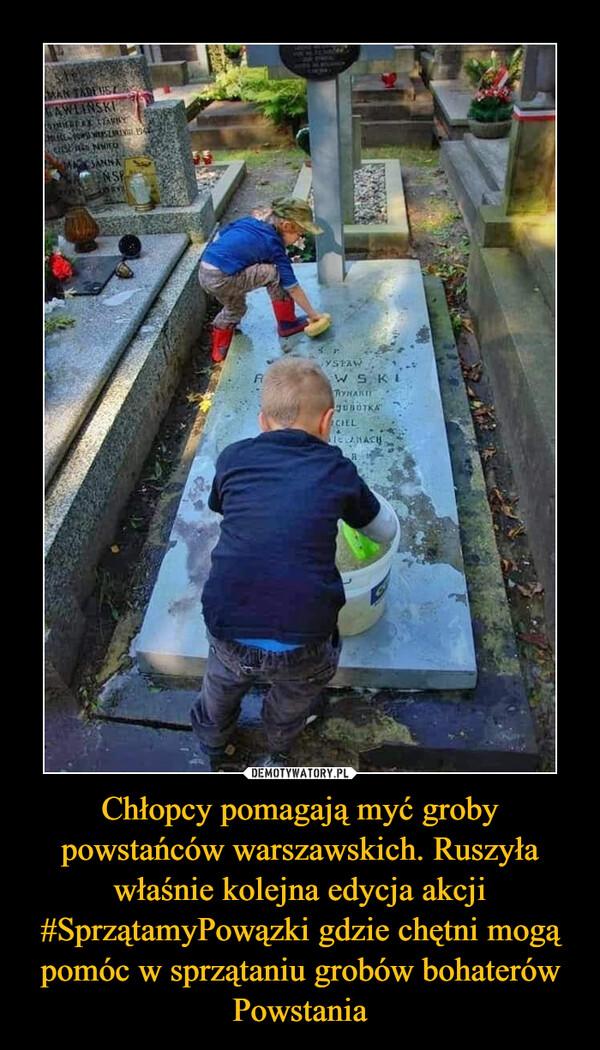 Chłopcy pomagają myć groby powstańców warszawskich. Ruszyła właśnie kolejna edycja akcji #SprzątamyPowązki gdzie chętni mogą pomóc w sprzątaniu grobów bohaterów Powstania –